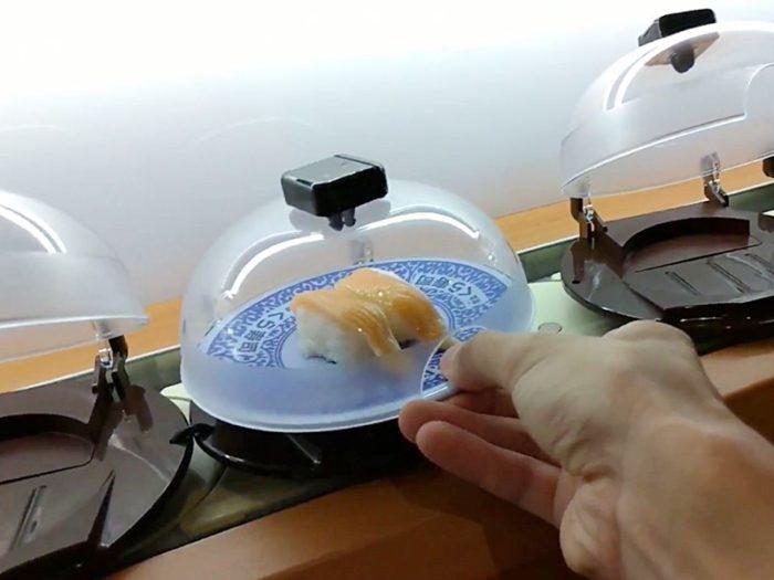くら寿司のお寿司の取り方