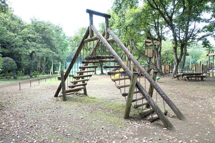 白尾山公園の遊具「ブラブラ橋」
