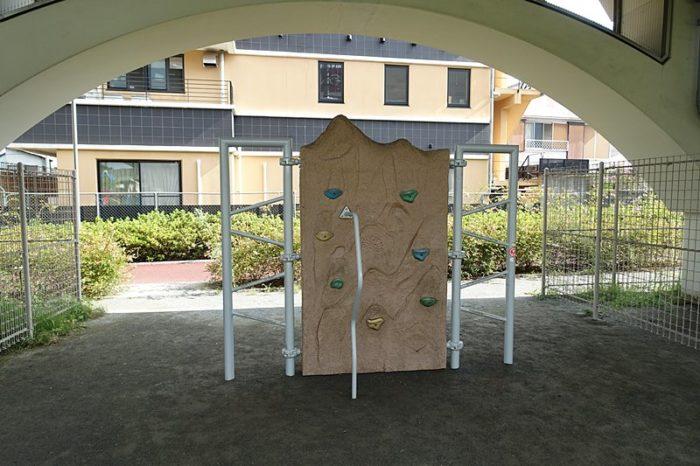 浅間町フレンドパークの遊具「フリークライマー」