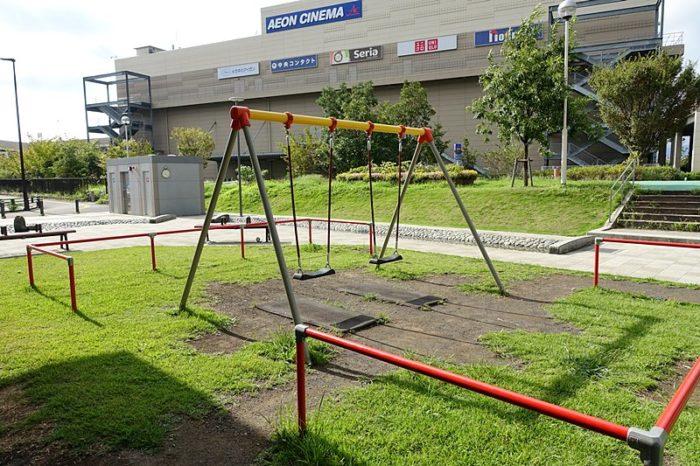 浅間町フレンドパークの遊具「ブランコ」