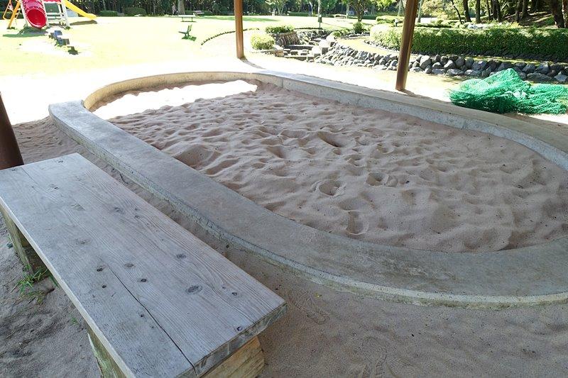 外神東公園の屋根付き砂場