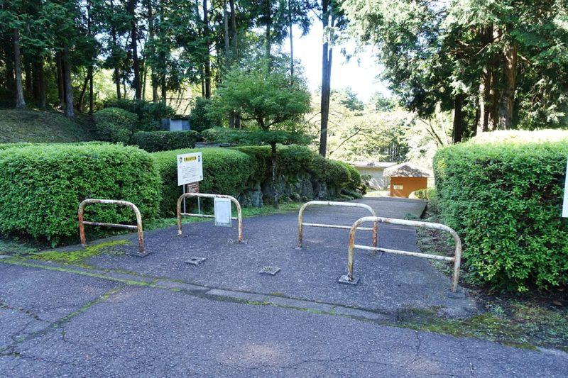 天母山自然公園の駐車場の一角