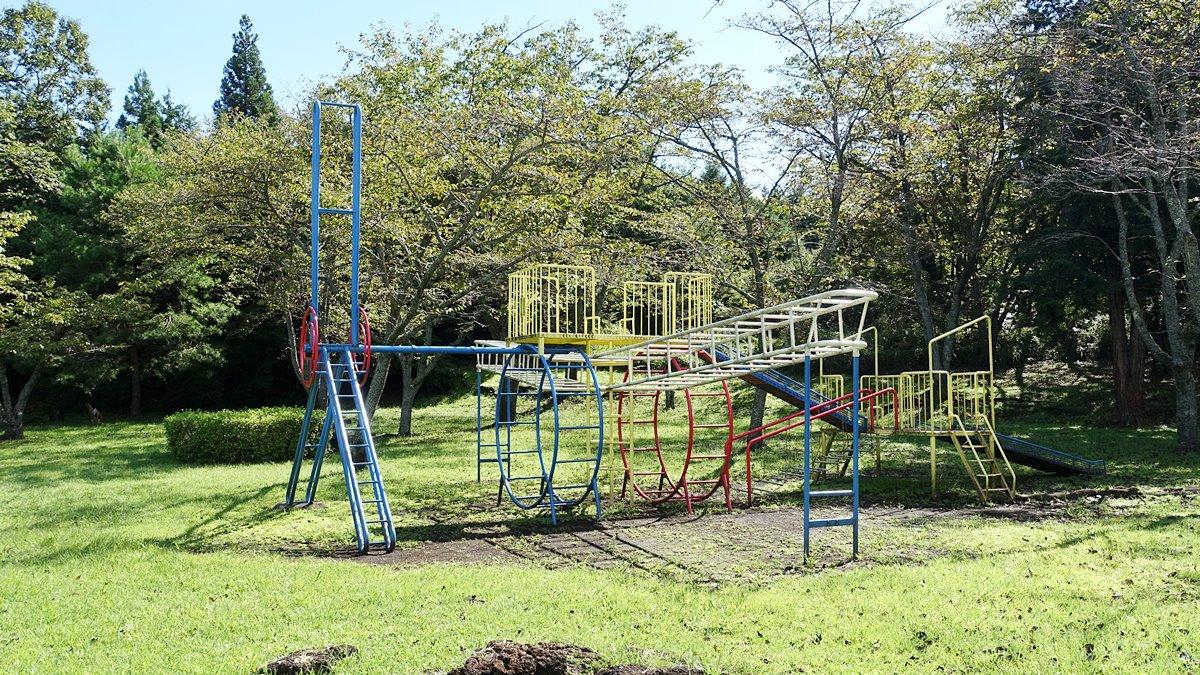 天母山自然公園の遊具