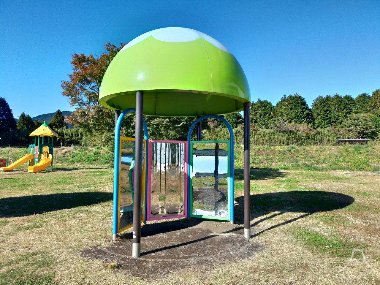 白糸自然公園の遊具「光のドーム」