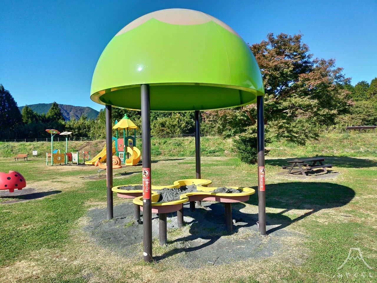 白糸自然公園の遊具「砂のドーム」