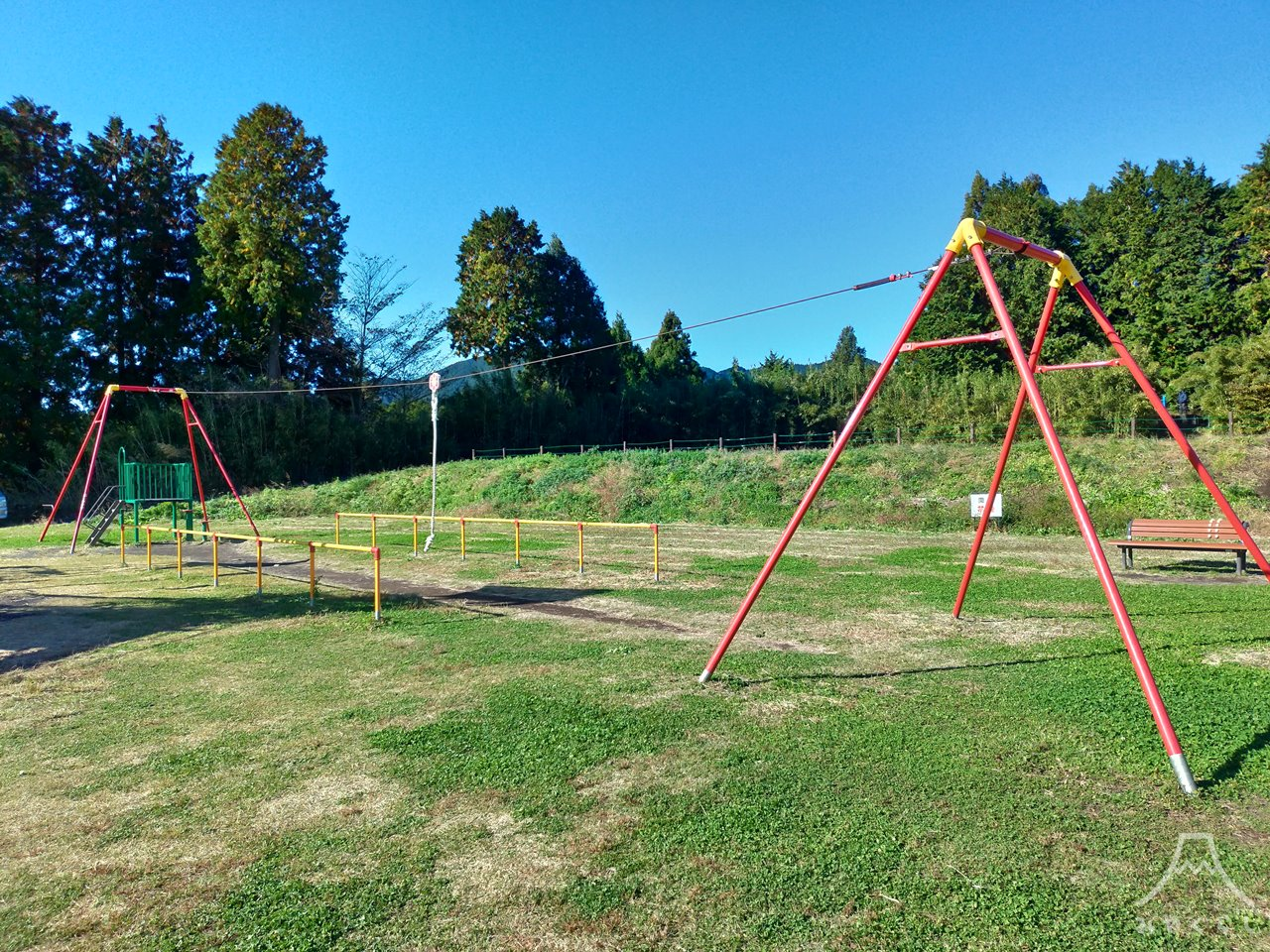 白糸自然公園の遊具「ターザンロープ」