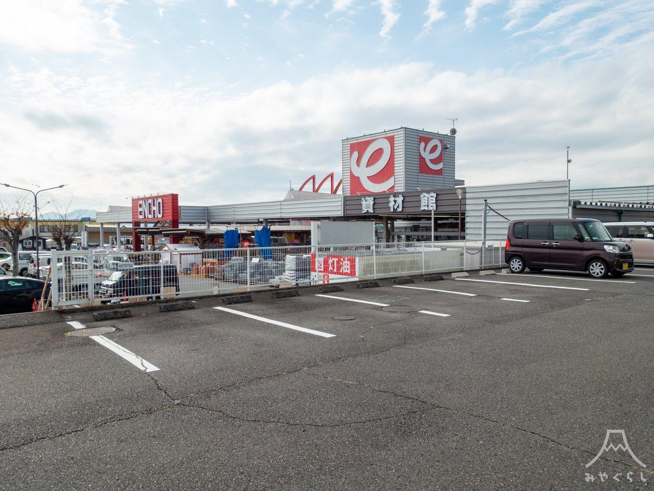 喰い物屋 KOTETSUの駐車場