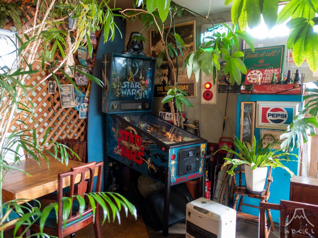 喰い物屋 KOTETSUの店内