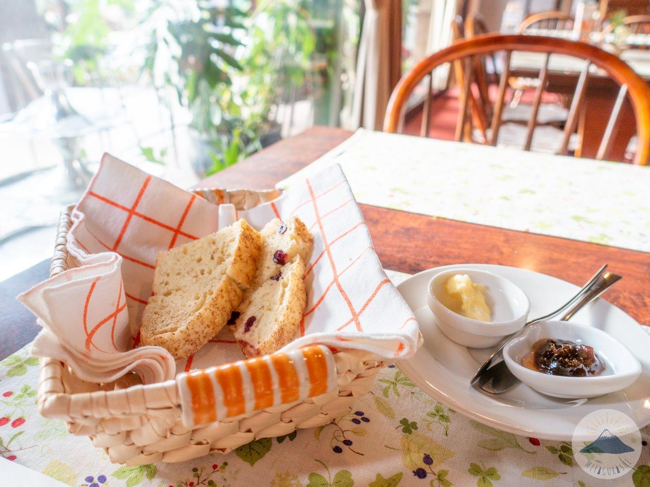 萩の亭の自家製パン