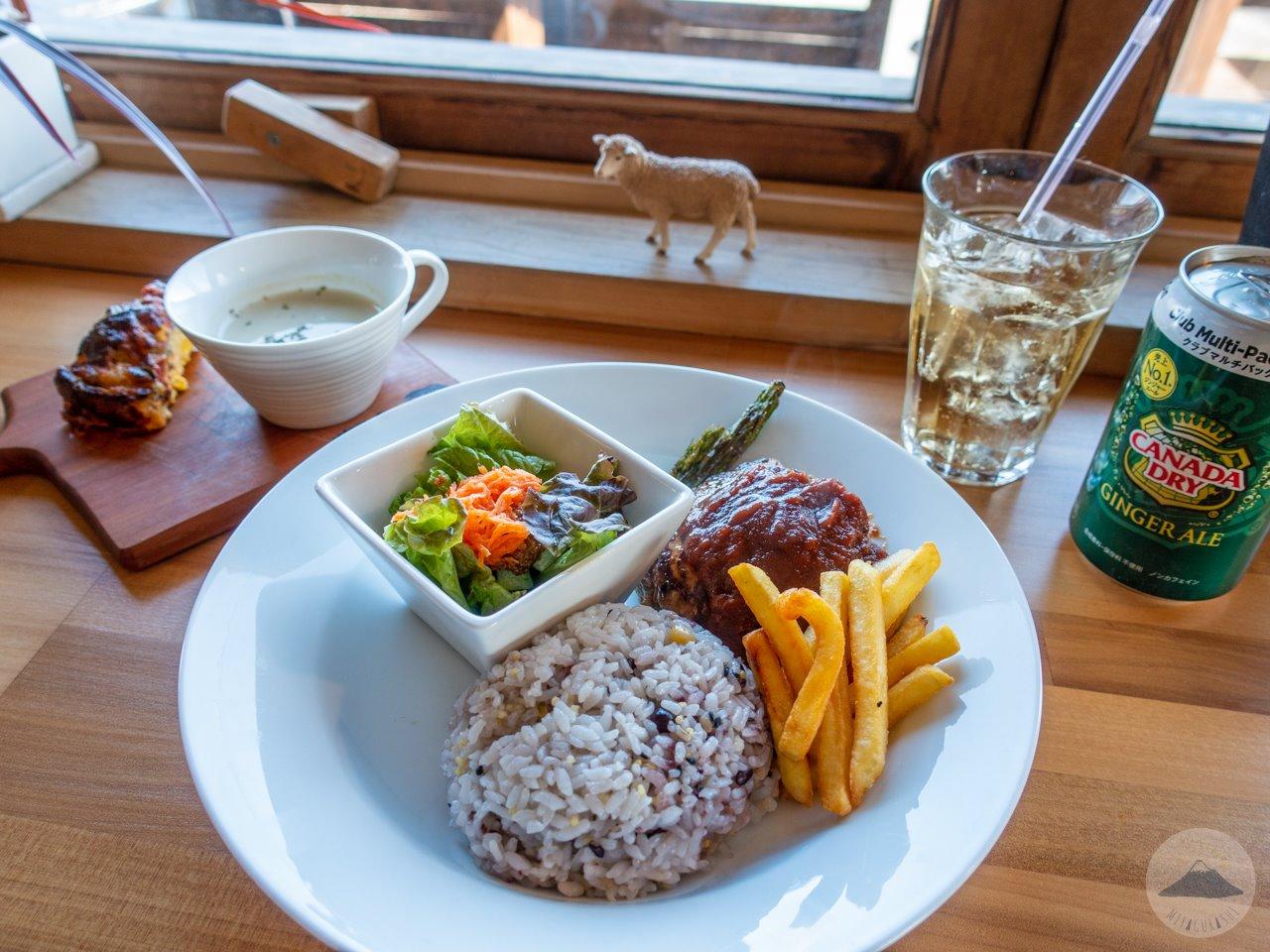 ルーモスカフェの朝霧ヨーグル豚のハンバーグセット